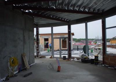 Dach nad restauracją i basenem